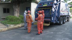 Vereador Rinaldo Junior concede Voto de Aplausos aos garis que devolveram R$ 10 mil encontrados no lixo